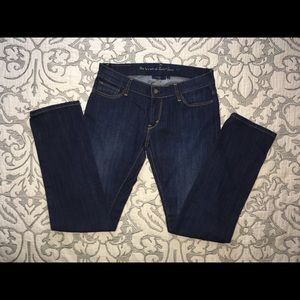REDUCED‼️ LEVI'S STRETCHY STRAIGHT JEANS DARK WASH